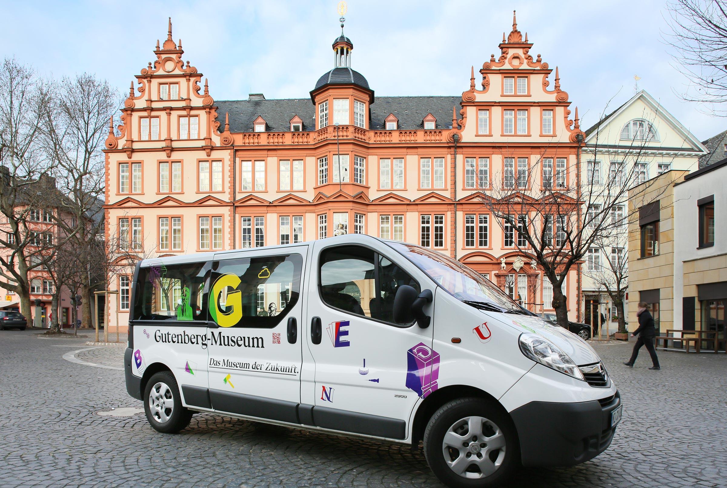 Fahrzeugbeklebung Opel Vivaro für das Gutenberg Museum Mainz. Das Museum der Zukunft © Christian Weber – Büro für Gestaltung und Kommunikation
