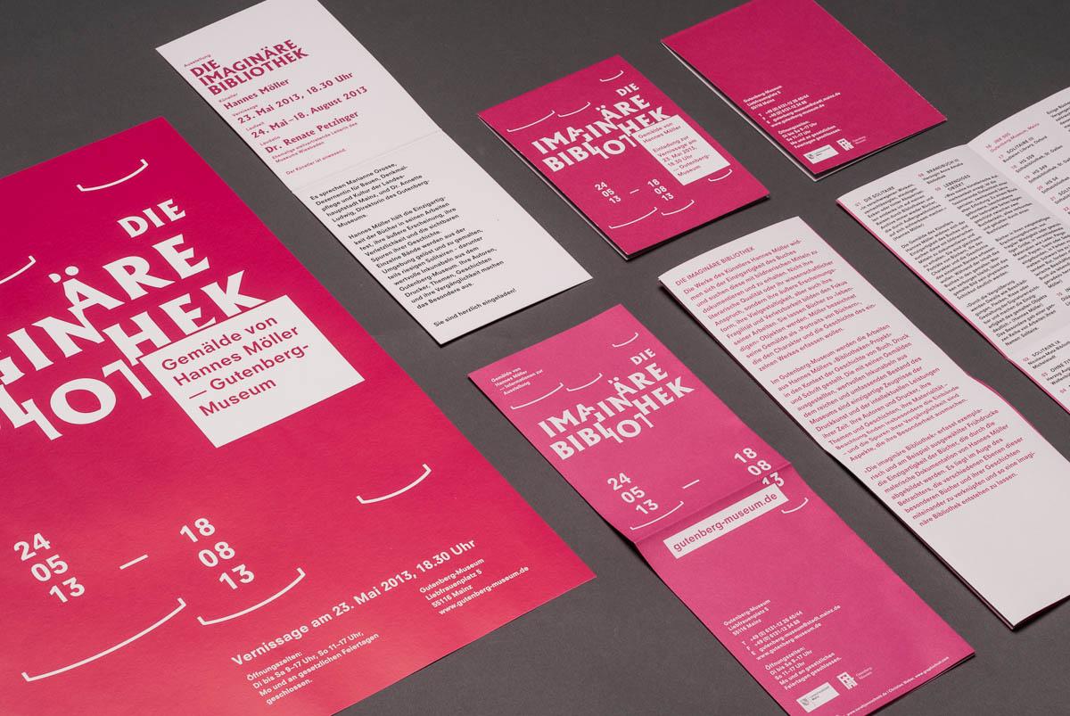 Übersicht der Druckprodukte (Plakat, Flyer, Einladung) Gutenberg-Museum Mainz – Die imaginäre Bibliothek – Corporate Design © Christian Weber – Büro für Gestaltung und Kommunikation